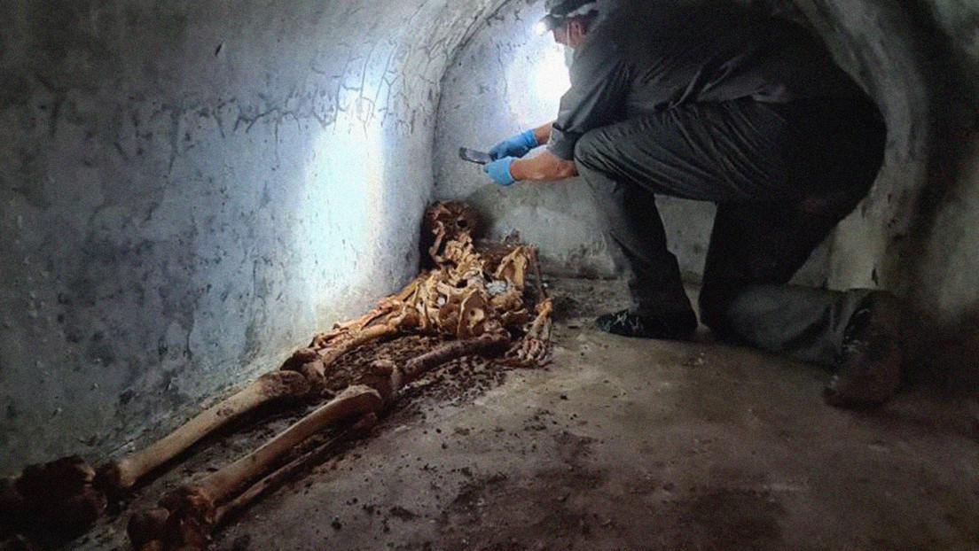Hallan una misteriosa tumba con un cadáver momificado en las ruinas de Pompeya