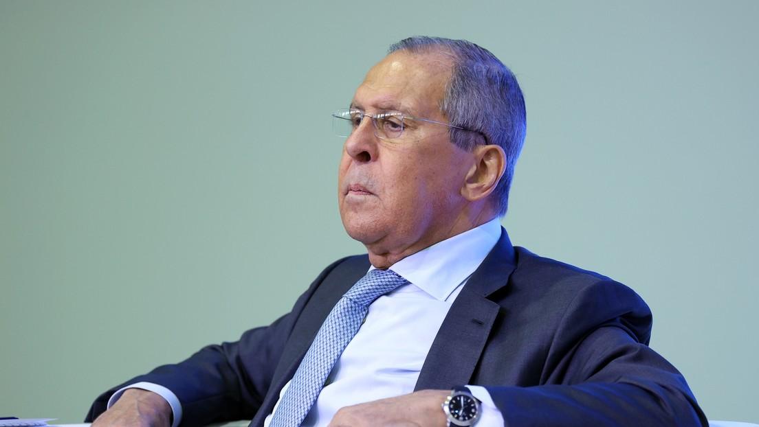"""""""No está exenta de política"""": Lavrov explica la demora en el registro de las vacunas rusas anticovid por Occidente"""