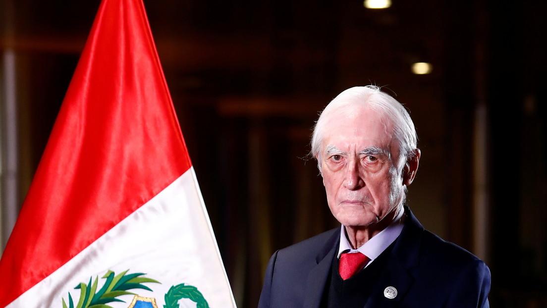 Renuncia el canciller de Perú, Héctor Béjar, tras la polémica por unas viejas declaraciones