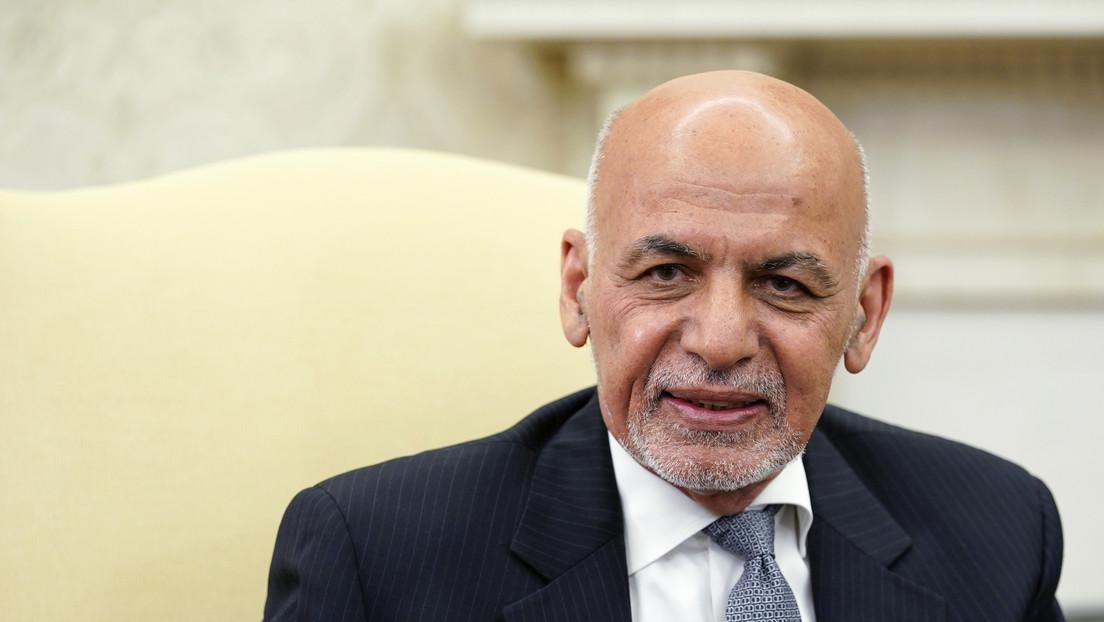 Acusan al expresidente de Afganistán de llevarse 169 millones de dólares en su huida del país
