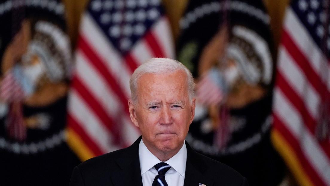 """""""No podría haber sido manejado de otra manera"""": Biden resta importancia a las escenas de afganos cayendo de un avión porque """"eso fue hace cinco días"""""""