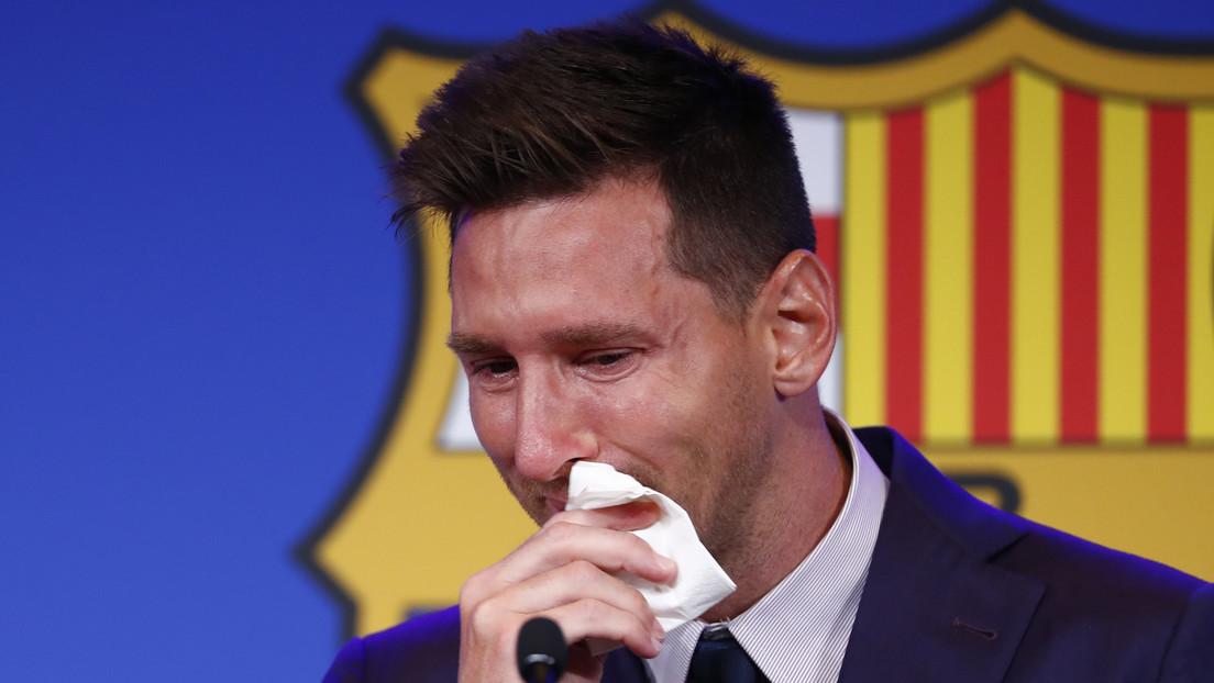 """Ponen en venta el supuesto pañuelo que Messi usó en su despedida del Barcelona por un millón de dólares con """"material muco-genético"""" para clonar"""