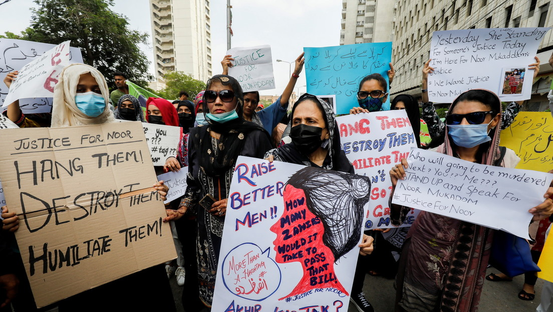 Al menos 400 hombres son investigados en Pakistán por masiva agresión a una mujer