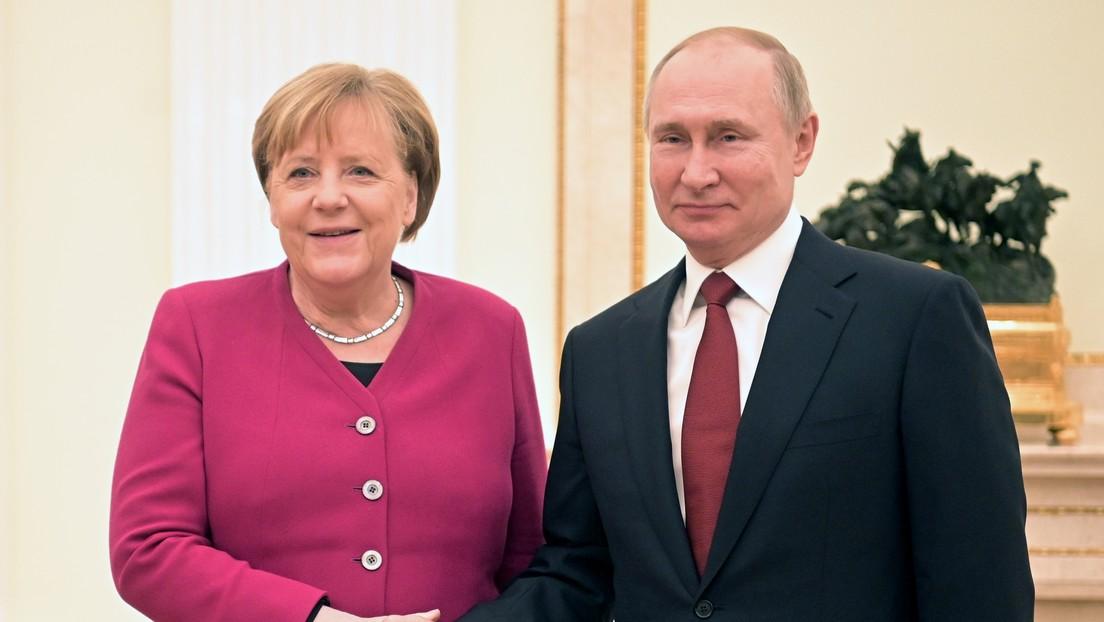 Merkel se reúne con Putin en Moscú por última vez como canciller de Alemania