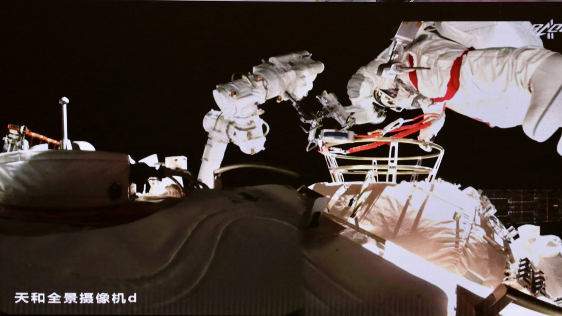 Video, Photos: The Chinese Dikonats embarked on a spacewalk for the third time in history