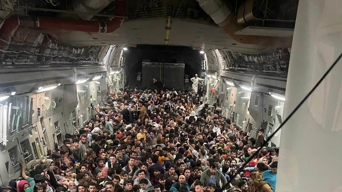 Avión militar estadounidense establece récord al evacuar a 823 personas de Afganistán