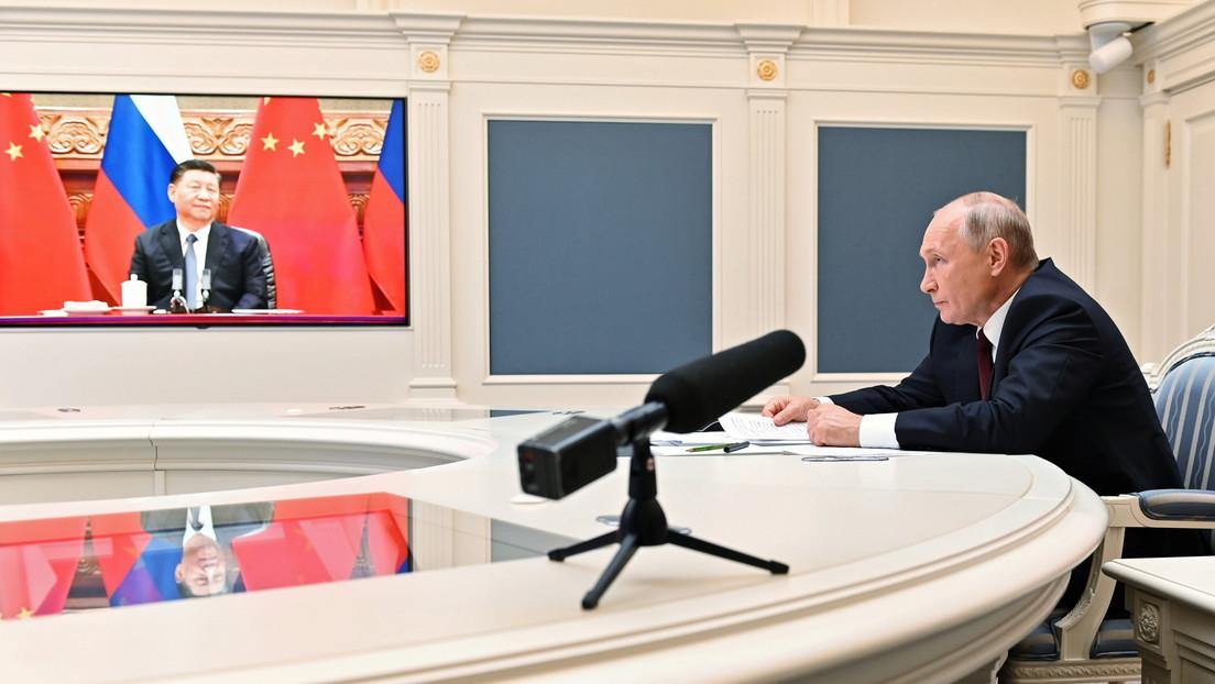 Putin y Xi Jinping discuten la situación en Afganistán y coinciden en la necesidad de esfuerzos para combatir el terrorismo y el narcotráfico