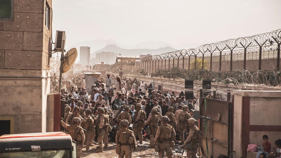 """La Embajada de EE.UU. pide a sus ciudadanos no ir al aeropuerto de Kabul por una """"amenaza de seguridad"""""""