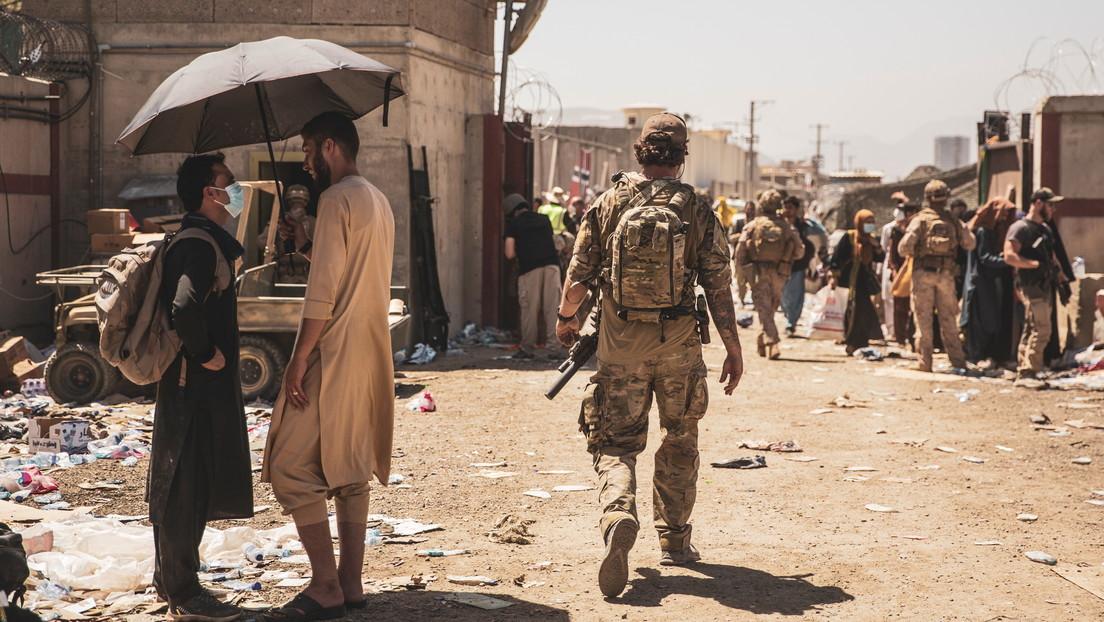 Reportan como heridos a varios soldados de EE.UU. tras la explosión a la entrada del aeropuerto de Kabul