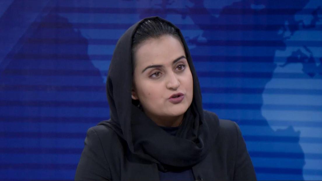 Huye de Afganistán la primera mujer en entrevistar a cara descubierta a un portavoz de los talibanes