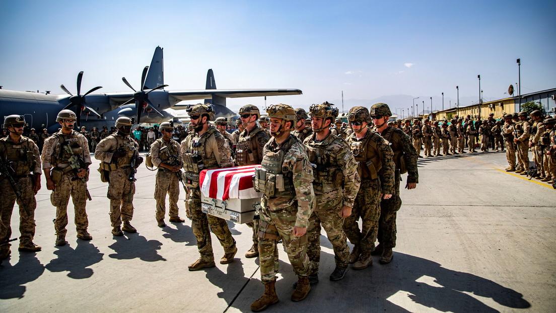 """Politico: El Pentágono advirtió del riesgo de """"bajas masivas"""" un día antes del atentado en el aeropuerto de Kabul"""