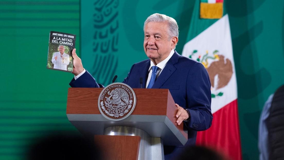 """""""No van a bostezar"""": La promesa de López Obrador sobre su nuevo libro (y la singular recomendación a sus adversarios políticos)"""