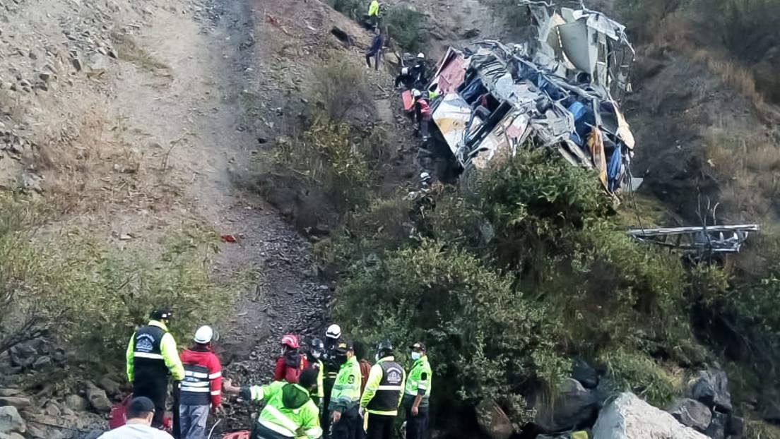 Al menos 21 muertos tras volcarse un ómnibus en Perú