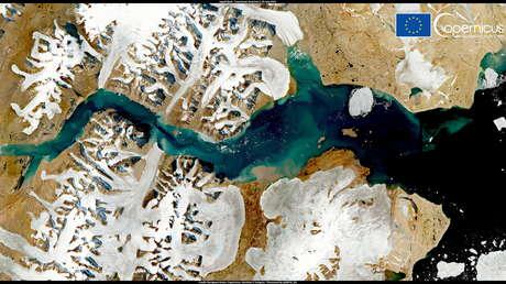 """La capa de hielo de Groenlandia experimenta un """"evento de derretimiento masivo"""" en medio de una ola de calor"""