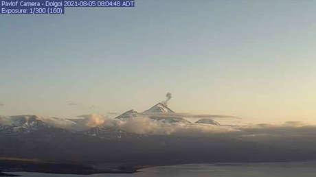 Alaska registra la erupción de tres volcanes que arrojan lava y ceniza