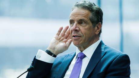 """""""Lo que hizo fue un crimen"""": Sale del anonimato una exasistente del gobernador de Nueva York que lo acusa de manosearla"""