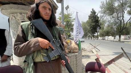 """La Casa Blanca admite que una """"cantidad considerable"""" de las armas estadounidenses en Afganistán están en manos de los talibanes"""