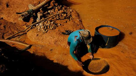 """""""Cómplices de la destrucción amazónica"""": El 17 % del oro que exporta Brasil se extrae ilegalmente (y estos países son los que más compran)"""