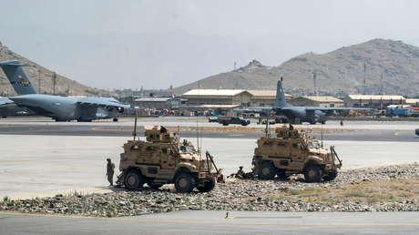 """EE.UU. teme un posible ataque terrorista por parte de ISIS-K, """"un enemigo jurado de los talibanes"""", en medio de las evacuaciones de Afganistán"""