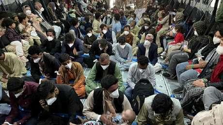 Un vuelo privado habría salido de Kabul con 300 asientos vacíos luego de que los pasajeros fueran retenidos por fuerzas de EE.UU. y los talibanes