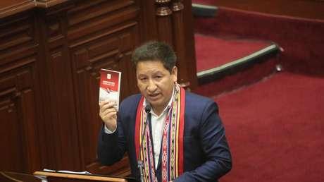El momento en el que la presidenta del Congreso de Perú reprende al primer ministro por comenzar su discurso en quechua: ¿qué dice la Constitución?