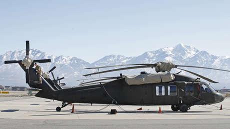Difunden un video que muestra a talibanes supuestamente operando un helicóptero Black Hawk estadounidense