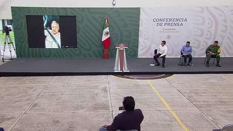 Maestros de Chiapas retienen a López Obrador e impiden su ingreso a la conferencia matutina