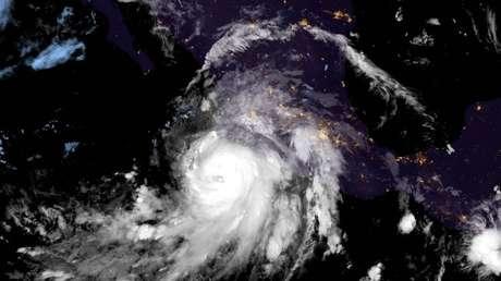 La tormenta tropical Nora se intensifica hasta huracán mientras se acerca a la costa pacífica de México