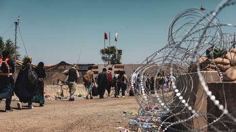 """Biden dice que un nuevo ataque al aeropuerto de Kabul es """"muy probable"""" en 24-36 horas"""