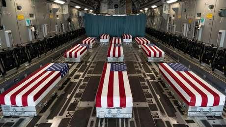 """""""Perdidos, pero nunca olvidados"""": Publican una foto de los ataúdes de militares de EE.UU. fallecidos en el atentado en el aeropuerto de Kabul"""