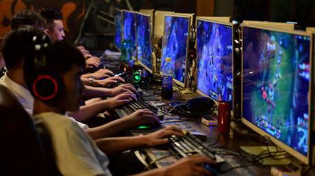 China limita a tres horas a la semana el tiempo de uso de videojuegos para jóvenes menores de 18 años