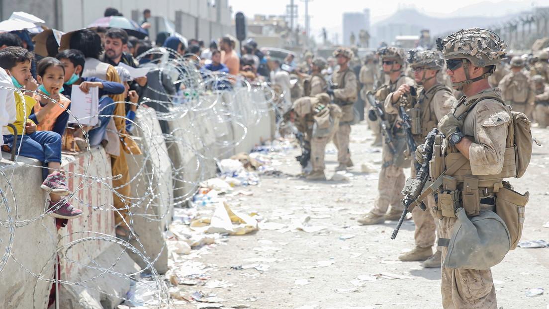 """EE.UU. pactó un acuerdo confidencial con los talibanes para que escoltaran a los estadounidenses a """"puertas secretas"""" en el aeropuerto de Kabul"""