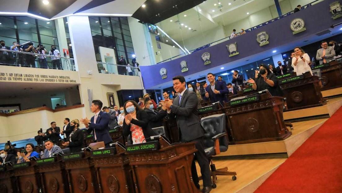 La Asamblea Legislativa de El Salvador aprueba reformas para cesar de sus cargos a jueces mayores de 60 años (y estalla una nueva polémica)