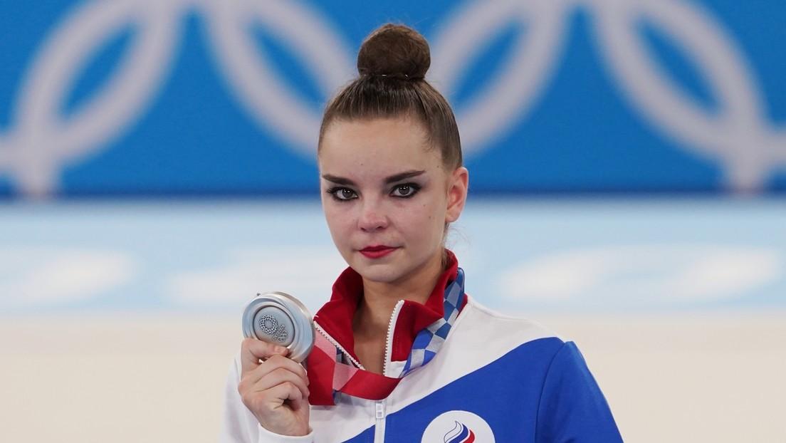"""Dina Avérina, atleta rusa que ganó la plata en gimnasia rítmica en Tokio: """"No necesito la medalla de oro, sino la verdad y justicia"""""""