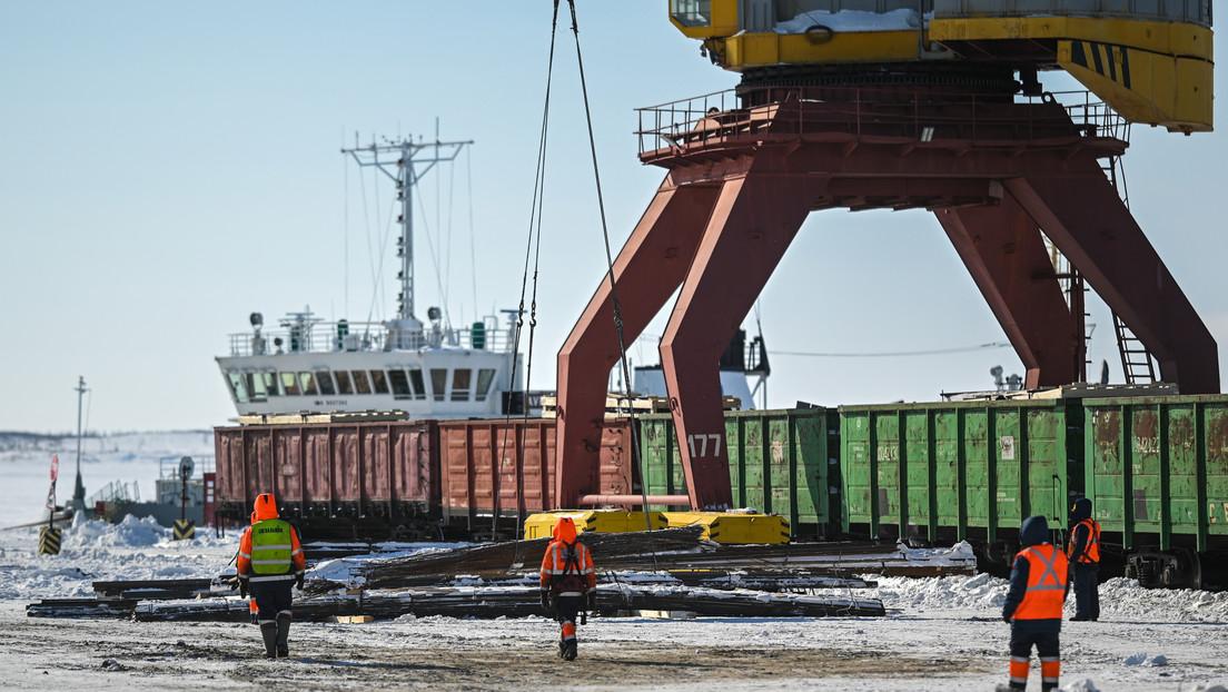 Putin anuncia que para 2024 la carga enviada por la ruta marítima del Norte llegará a los 80 millones de toneladas