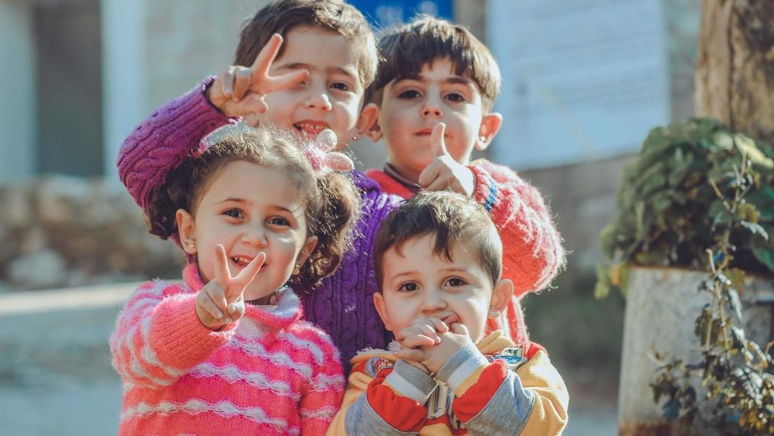 """En Australia sugieren preguntar a niños de 3 años cuál es su """"pronombre preferido"""" para crear """"un entorno inclusivo"""""""