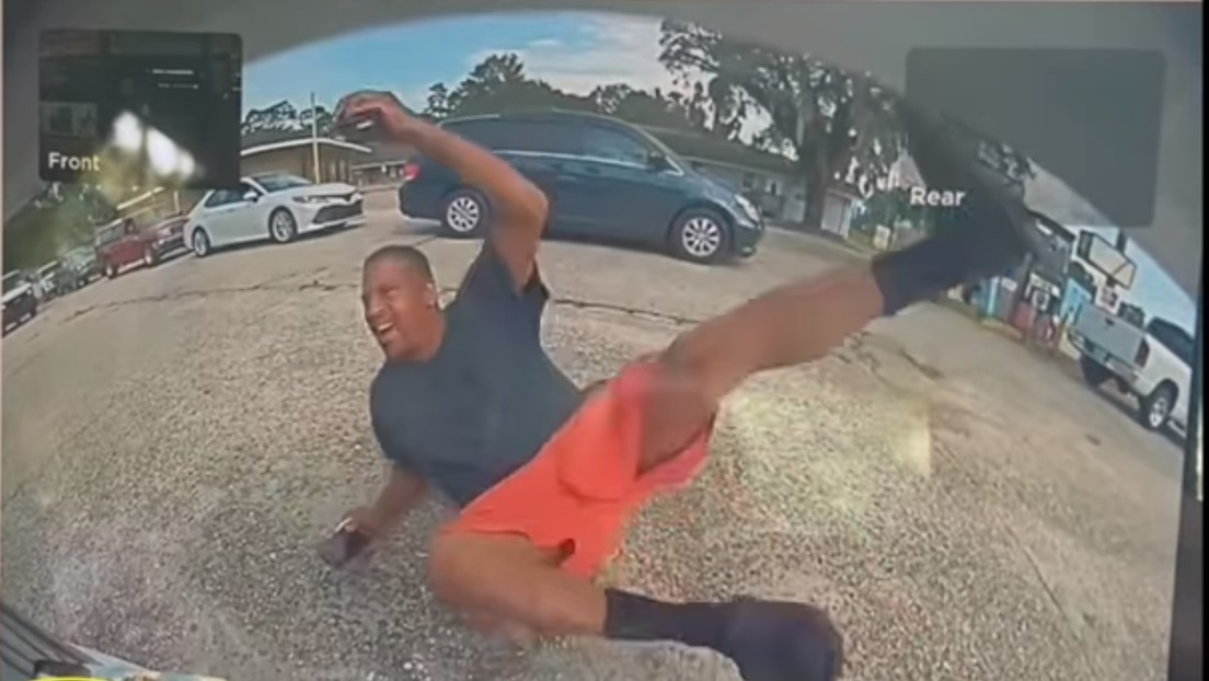 VIDEO: Finge haber sido atropellado por un Tesla y quedar herido, pero una cámara del coche lo delata