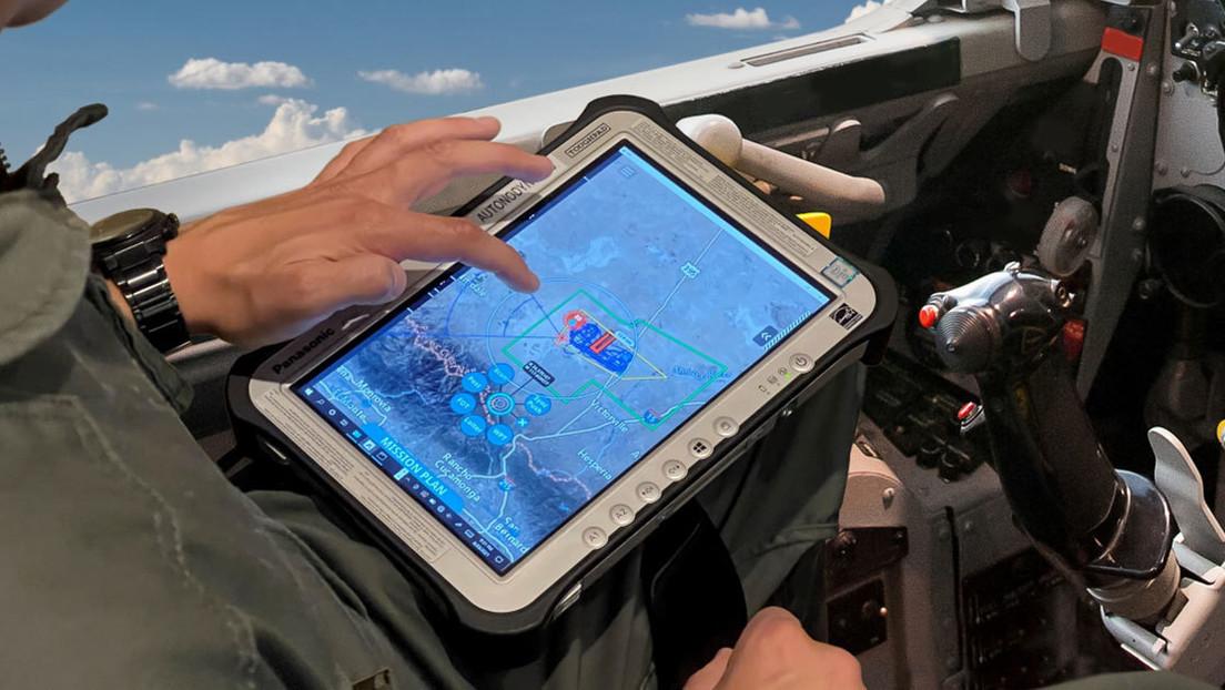 Pilotos de combate estadounidenses controlan drones desde su pierna con una tableta