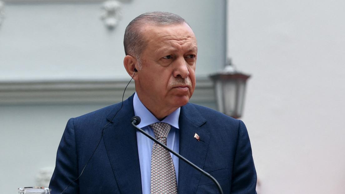 VIDEO: El incómodo momento de Erdogan cuando un niño se le adelanta y corta la cinta durante una inauguración