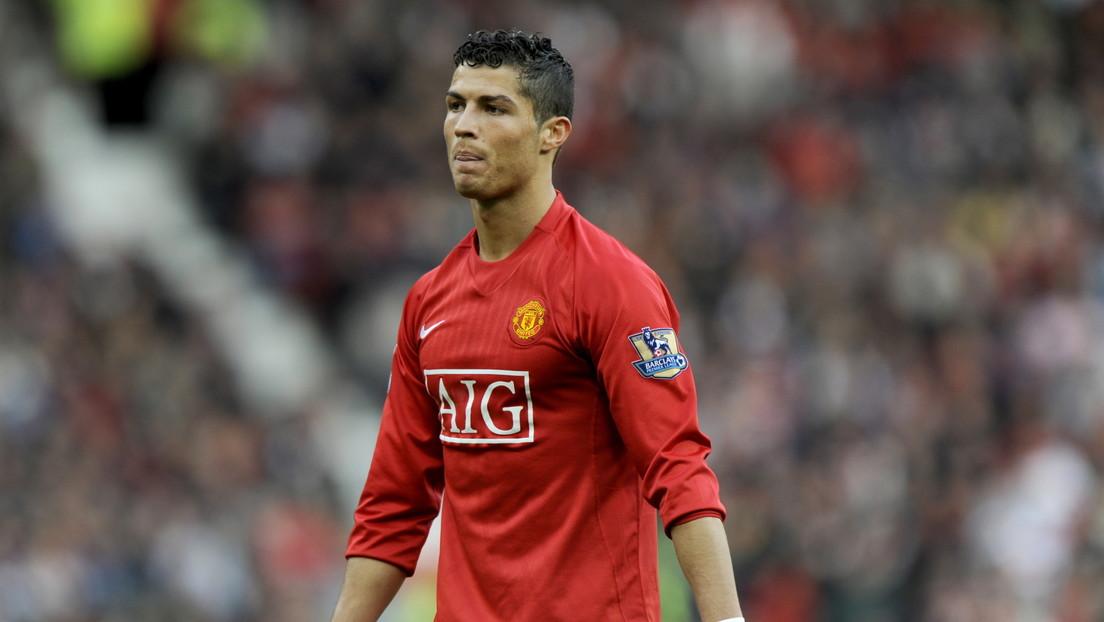 Cristiano Ronaldo aparece con la camiseta del Manchester United en el estadio de Old Trafford (VIDEO)