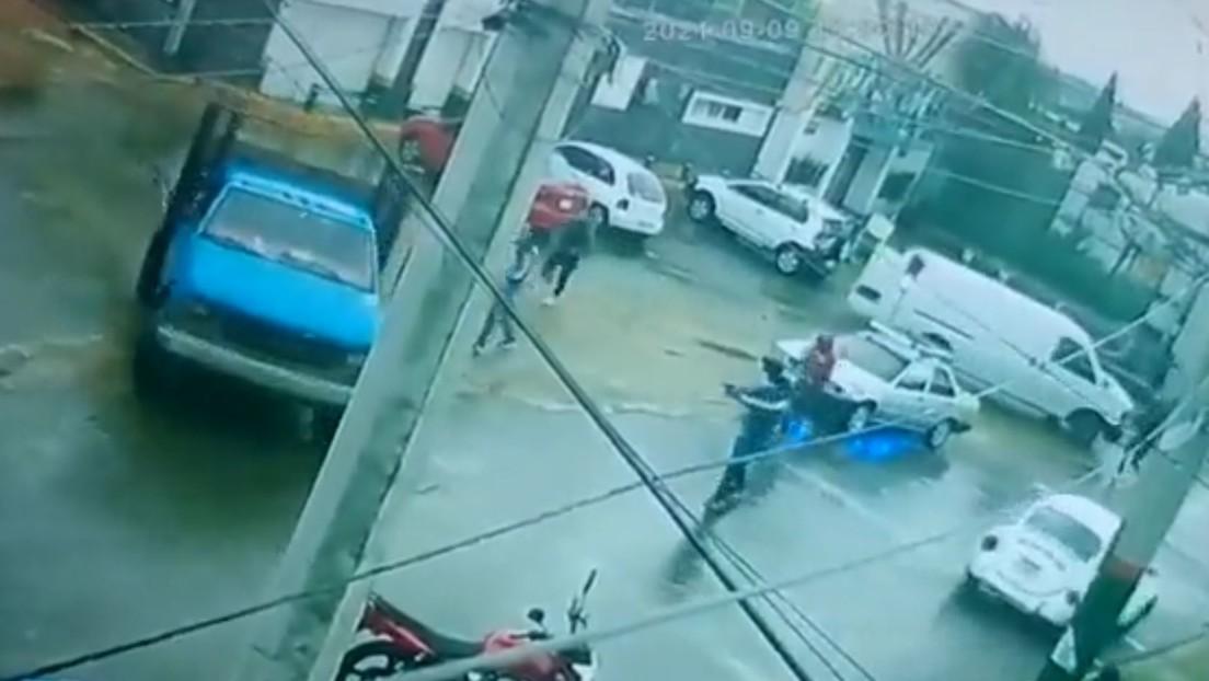 VIDEO: Conductor de una camioneta logra escapar de un comando armado en Ciudad de México