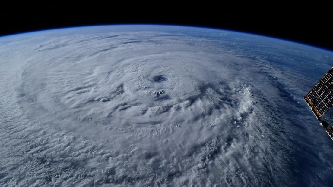 """Publican una imagen captada desde el espacio del huracán Larry, que parece """"2 veces"""" más extenso que Ida"""
