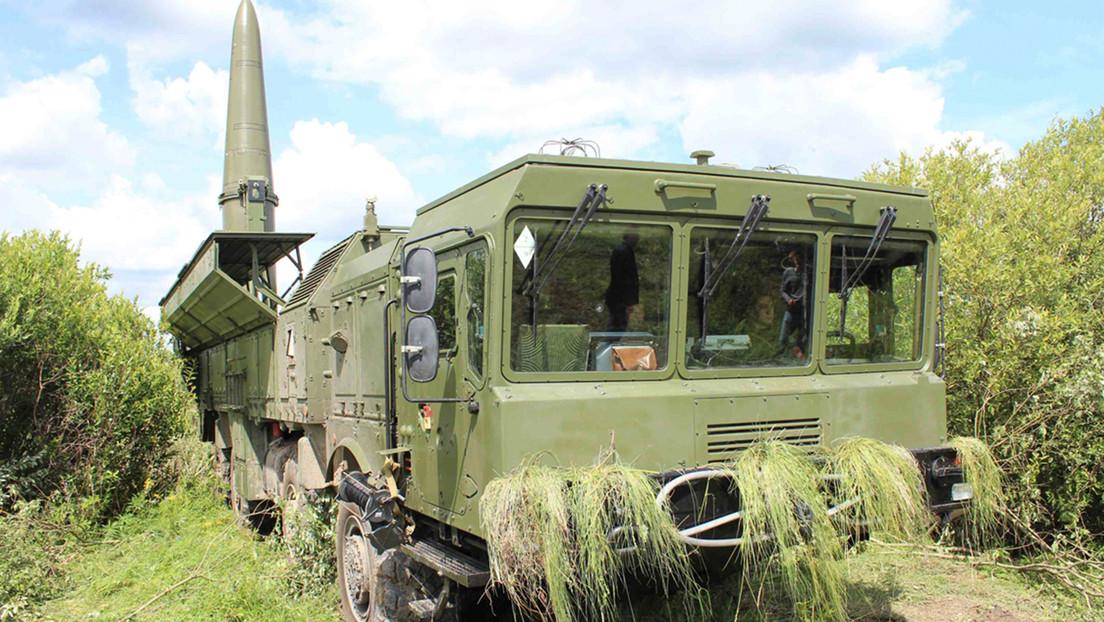 Misiles rusos Iskander-M con capacidad nuclear realizan un ataque grupal durante los ejercicios Západ-2021