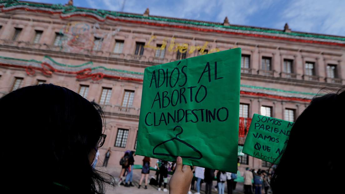 """""""Mejor maten a sus hijas"""": la convocatoria femicida de un cura en México para protestar contra la despenalización del aborto"""