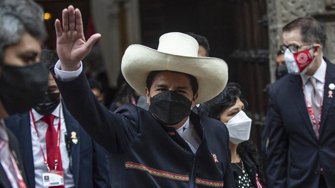 La estrategia de Pedro Castillo para liderar Perú y cómo consiguió ganar popularidad en medio de los ataques de la oposición