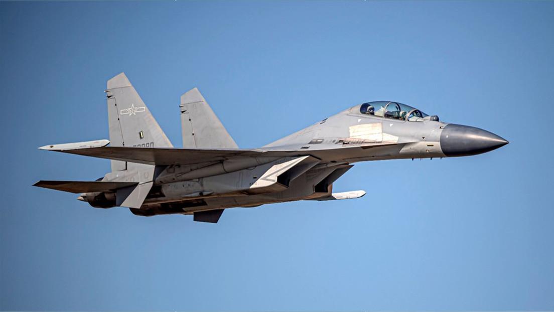 VIDEO: El momento en que un caza chino intercepta un avión militar extranjero