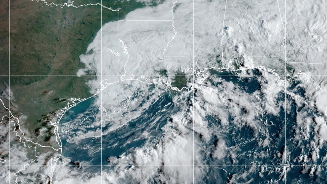 VIDEOS: La tormenta tropical Nicholas deja inundaciones y cientos de miles de hogares sin electricidad en EE.UU.