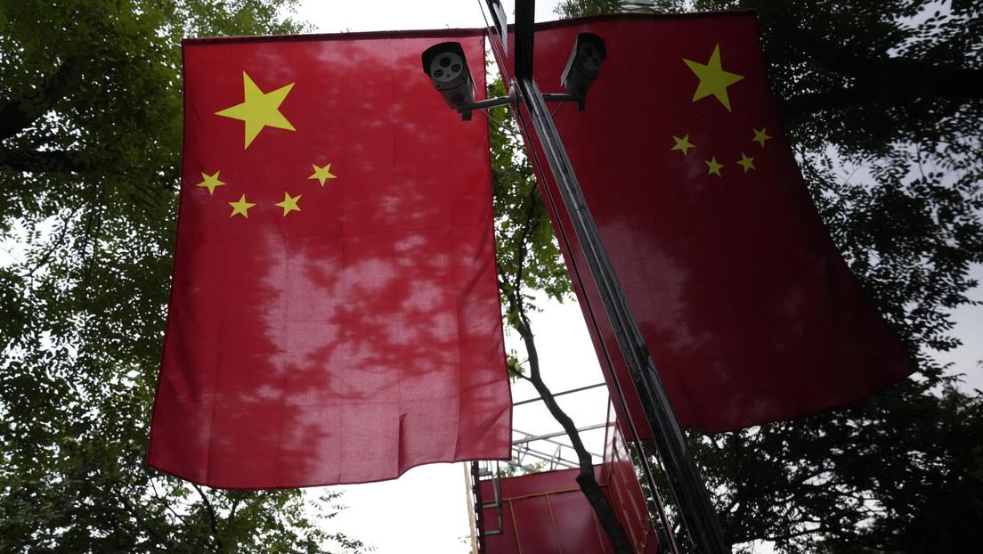 China beginnt mit der Sperrung von Finanzwebseiten und übt Druck auf Blogger aus, die Märkte analysieren