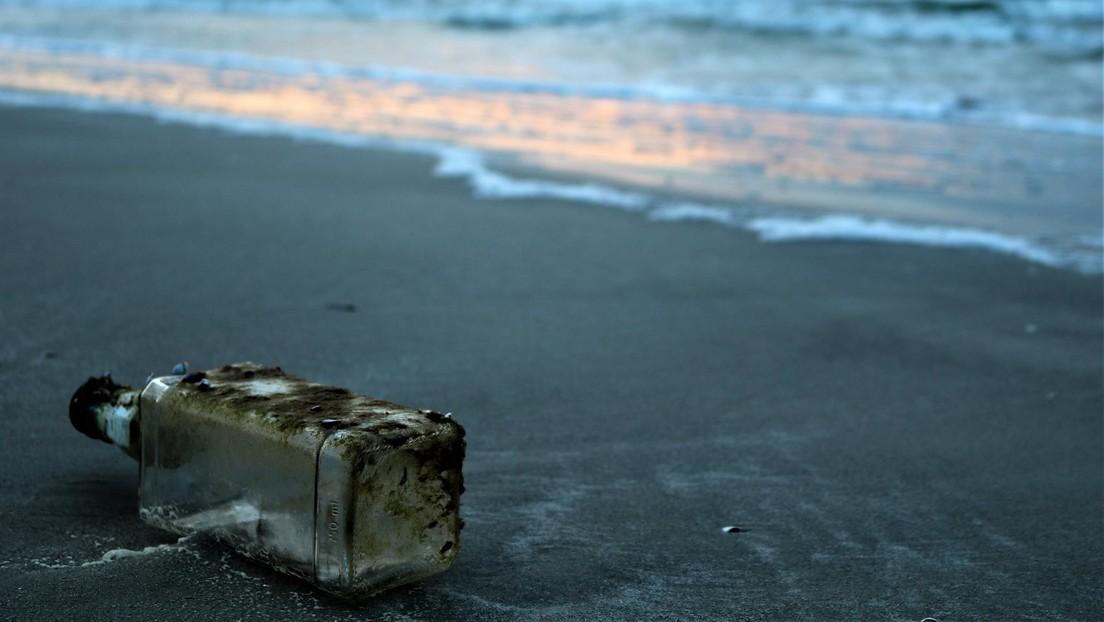Hallan en Hawái una botella 37 años después de ser lanzada en el mar desde Japón con fines científicos
