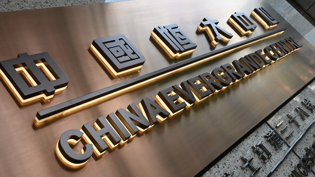 El gigante chino Evergrande cae hasta mínimos de 11 años en medio de preocupaciones del comienzo de una burbuja inmobiliaria en el país